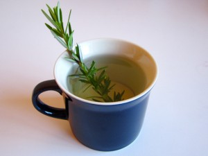 Rosemary tea: Simple, quick, and comforting