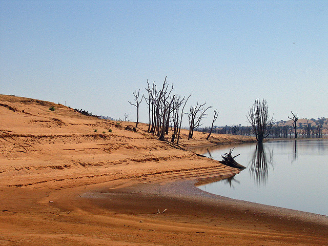 Lake Hume in the Murray-Darling Basin. Photo by Tim J. Keegan, used under Creative Commons licensing.