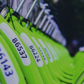A line of bicycles. Photo by Viktor Kern/Unsplash